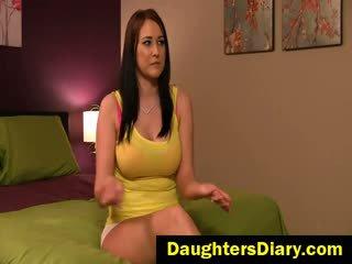 bruneta, veľké prsia, prstoklad