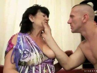 Mollig haarig oma gets gefickt