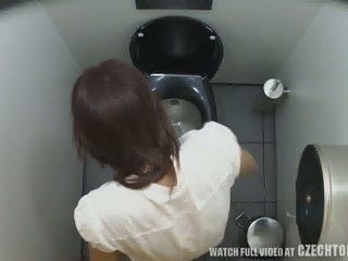 Eerste verborgen camera in toilets worldwide video-