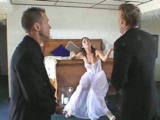 Karstās līgava līdz būt gets stāšanās a steamy trijatā video
