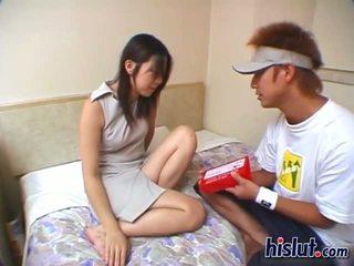 Roztomilý asijské dospívající gets ji chlupatý bobr rammed