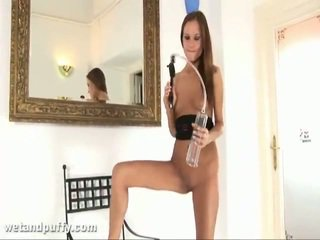 Abby using labia pumpen