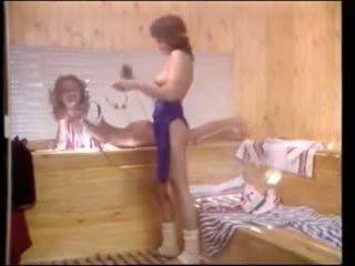 Vintage porno - aérobic lesbiennes en sauna
