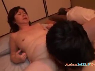 Küpsemad naine getting tema karvane tussu licked ja perses
