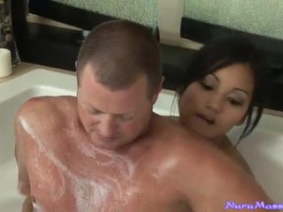 An unusual massage sau taking một tub cùng nhau