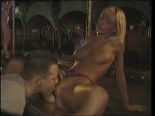 Anita blond - klämma stadium knull i den natt klubb (1996)