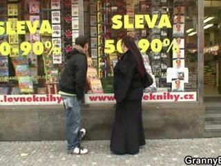 Breda bokmasken tik gets pounded av en stranger