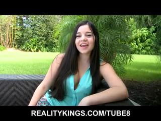 Innocent nubile 青少年 是 introduced 到 她的 第一 nine inch 公雞