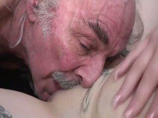 Porner premium: आमेचर सेक्स चलचित्र साथ एक पुराना आदमी और एक युवा स्लट.