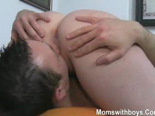 Tohutu tissid ja anaal mängima koos kuum küpsemad daam