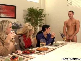 Tre housewives invitare gigolo