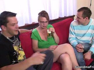 Pijani trojček zabava s old punca