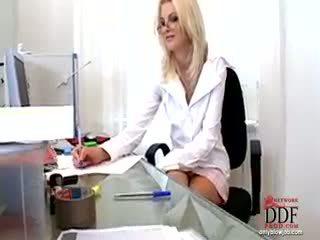 Wiska doing nóng blowjob
