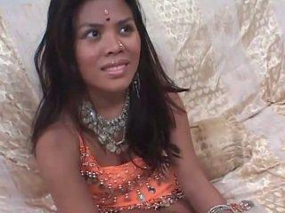 हॉट इंटरव्यू से पहले कठिन सेक्स साथ एक इंडियन टीन