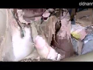 Breda grannny och fett äldre sugande ett balle video-