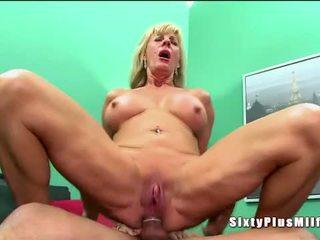 Anal sexo para rubia cachonda abuelita