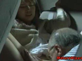 Hapon maturidad inang kaakit-akit gets oralsex