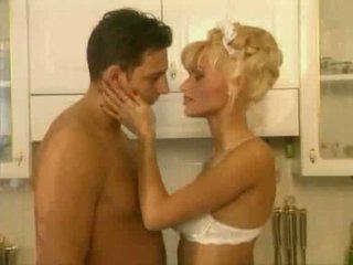 Anita блондин є a гаряча покоївка відео