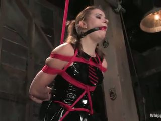 Sarah blake has tortured 和 toyed 由 claire adams