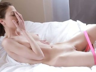 Nymph caresses رطب نتفة