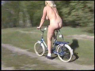 דילדו אופניים בחוץ