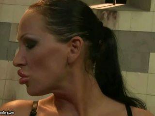 Amanta punishing fierbinte blonda