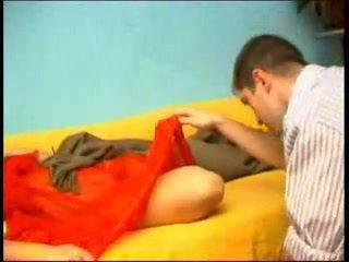 Nukkuva äiti gets yllätys