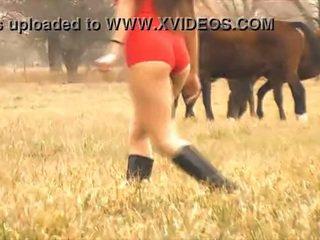 Các nóng phụ nữ ngựa whisperer - tuyệt vời thân thể latina! 10 ass!