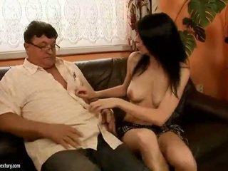 운이 좋은 할아버지 fucks 뜨거운 소녀