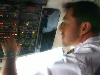 Armas stjuardess sisse seksikas vormiriietus armastus kuni imema