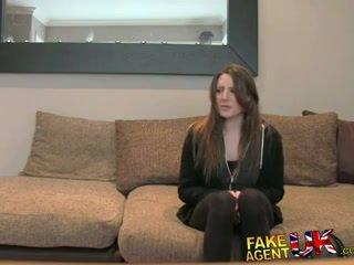 Fakeagentuk posh mladý britské dievča gets anál creampie kásting