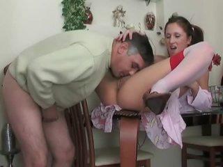Tini -ban harisnya gets szar által idősebb dude