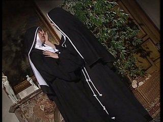 Lesbo nuns nuolla kukin muut