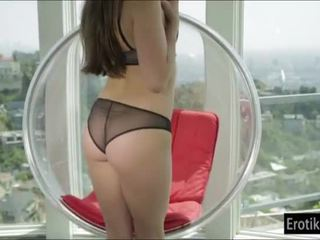 Hottie Teal Conrad masturbates in a loungechair until she cumz