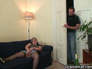 Napalone babcia takes two cocks w raz