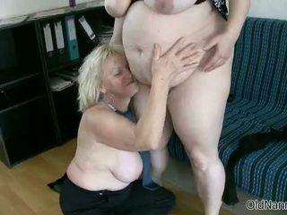 ブロンド おばあちゃん loves having レズビアン セックス