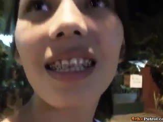 Aranyos fiatal ázsiai -val merevítők szar és creampied által túrista