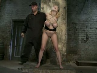 Katie kox 和 她的 怪物 奶 are introduced 到 豬綁 該 見面 和 迎接