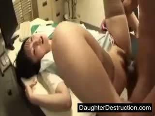 Mladý japonské japonské dcéra zneužívanie