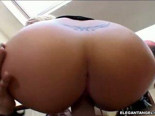 지방 assed georgia peach sits 그녀의 젖은 hole 에 a meatstick 만들기 그것 폭발
