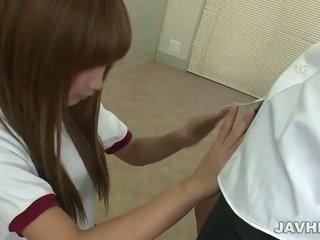 Asia rumaja does digawe nggo tangan n bukkake