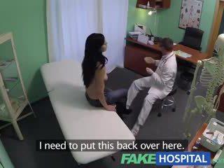 Fake kitap kurdu squirting nemfomanyak wants breast implants ve gets bir düz komşu kız yerine