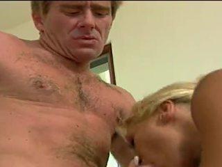 性感 金发 妓女 getting double penetrated 由 她的 lovers