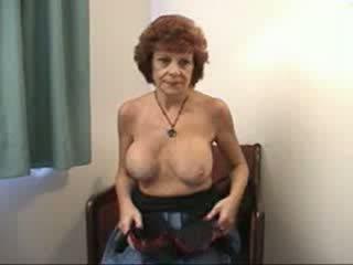 Pechugona abuela sucks y fucks