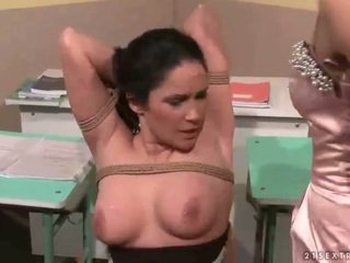 टीचर punishing उसकी सेक्सी स्टूडेंट
