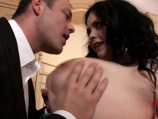 Rasvainen ja pullea prostituoidun surprises hänen asiakas sisään the hotellin huone.