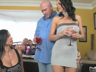 Super Hawt Couples DeciDing On What To Do In Their Sex Party!