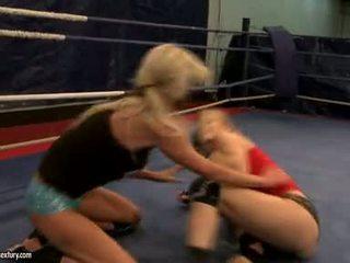 Laura pha lê và michelle soaked cat cuộc chiến đấu trong ring
