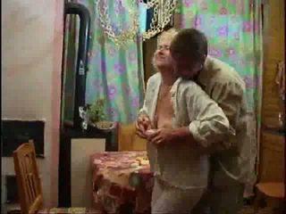 Suaugę blondinė nuogas ir forcing varpa žemyn jos throat video