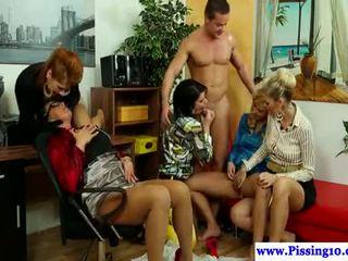 qualität gruppen-sex, alle pissen sehen, überprüfen pipi heiß